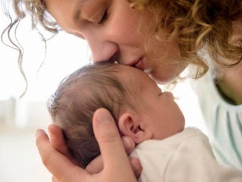 allattamento a richiesta e cura del neonato
